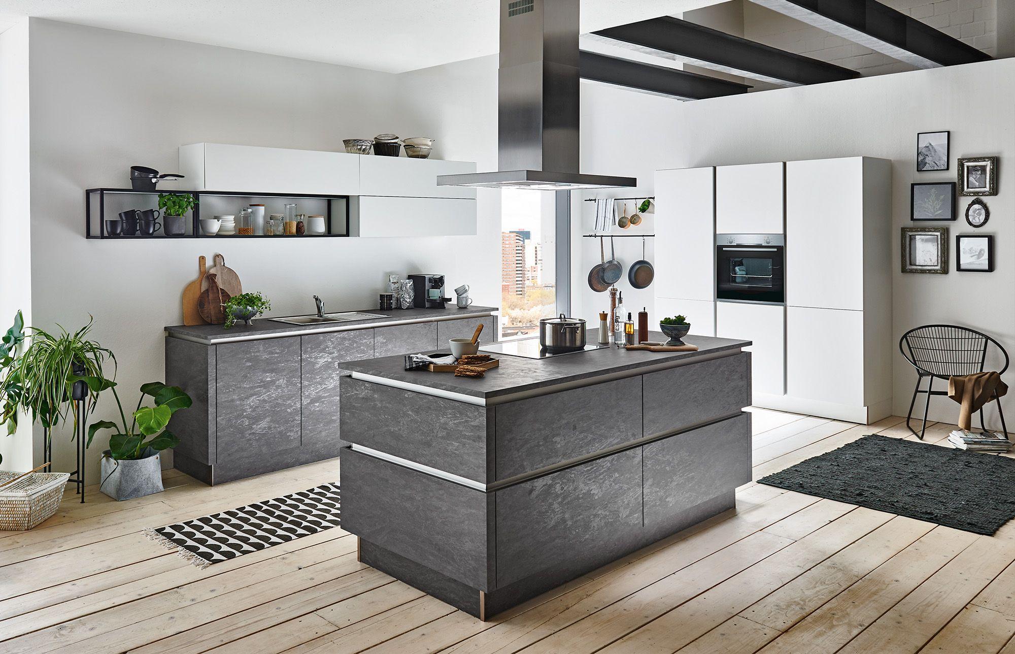 Grifflose DesignKüche mit Kochinsel, Fronten in STONE