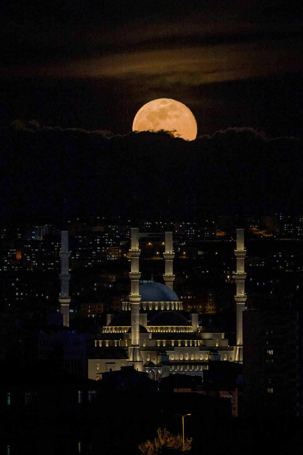 Space Photos Of The Week The Super Pink Moon In 2020 Photos Of The Week Space Photos Super Moon