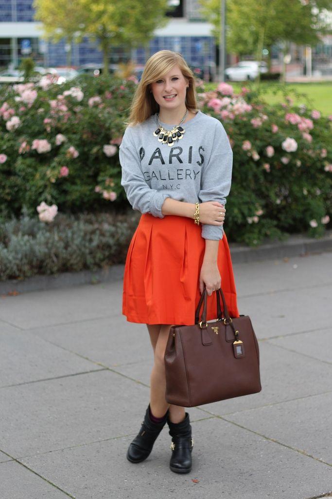 A Linien Rock Mit Grauen Sweater Kombinieren Herbsttrend In Den Haag
