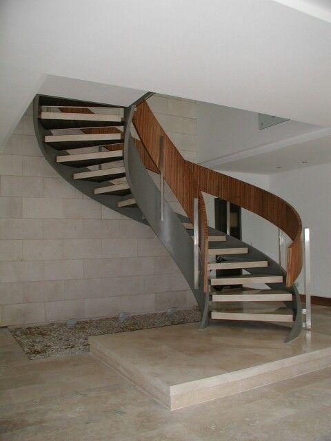 Escalera metalica de caracol con pelda os de m rmol y - Peldanos de marmol ...