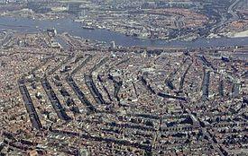 空から眺めたアムステルダムの環状運河地区