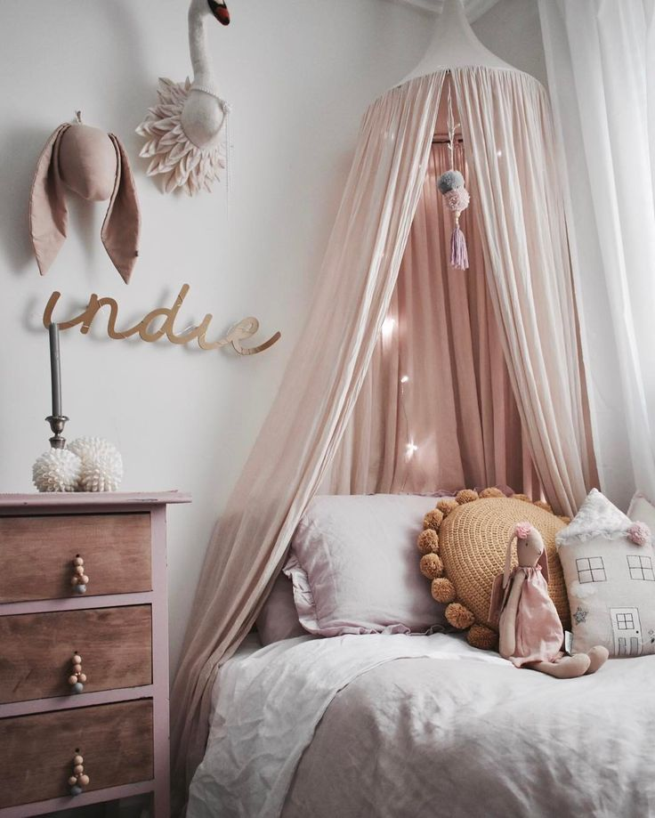 Gorgeous girls room - girls bedroom ideas and inspiration - pink and grey colour theme. & Gorgeous girls room - girls bedroom ideas and inspiration - pink ...