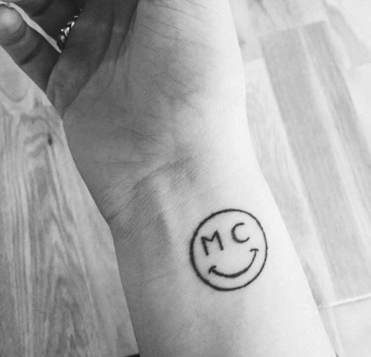 My Mc Smiley Face Matches My Initials And It S The Miley Cyrus Smiley Face Mileycyrus Tattoo Miley Tattoos Smiley Piercing Smiley Face Tattoo