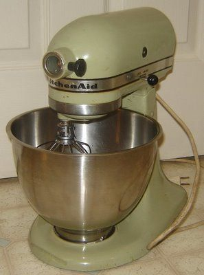 Vintage Avocado Green KitchenAid Mixer | Thrifty Wish List | Kitchen