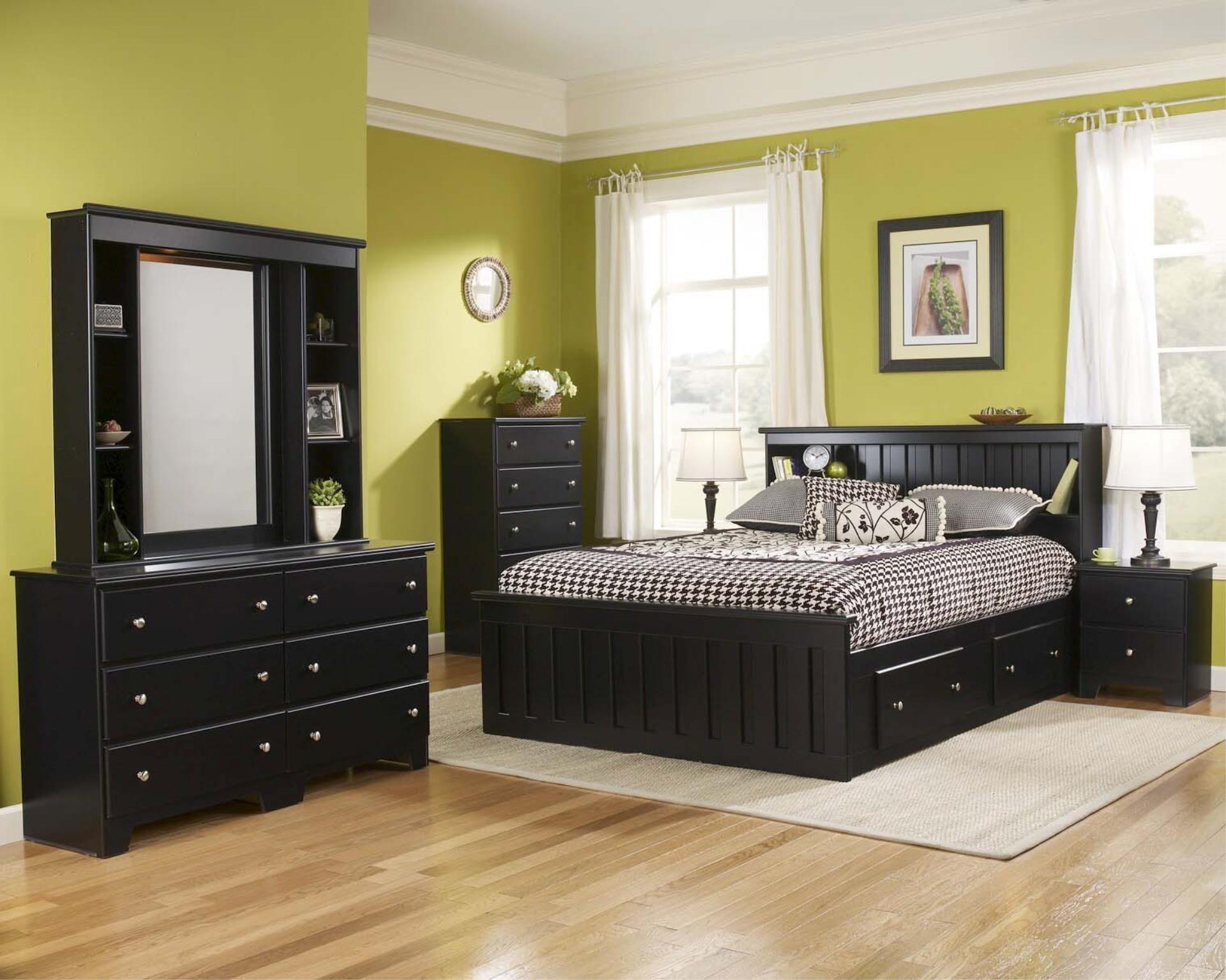 Residential Lang Classic bedroom furniture, Black