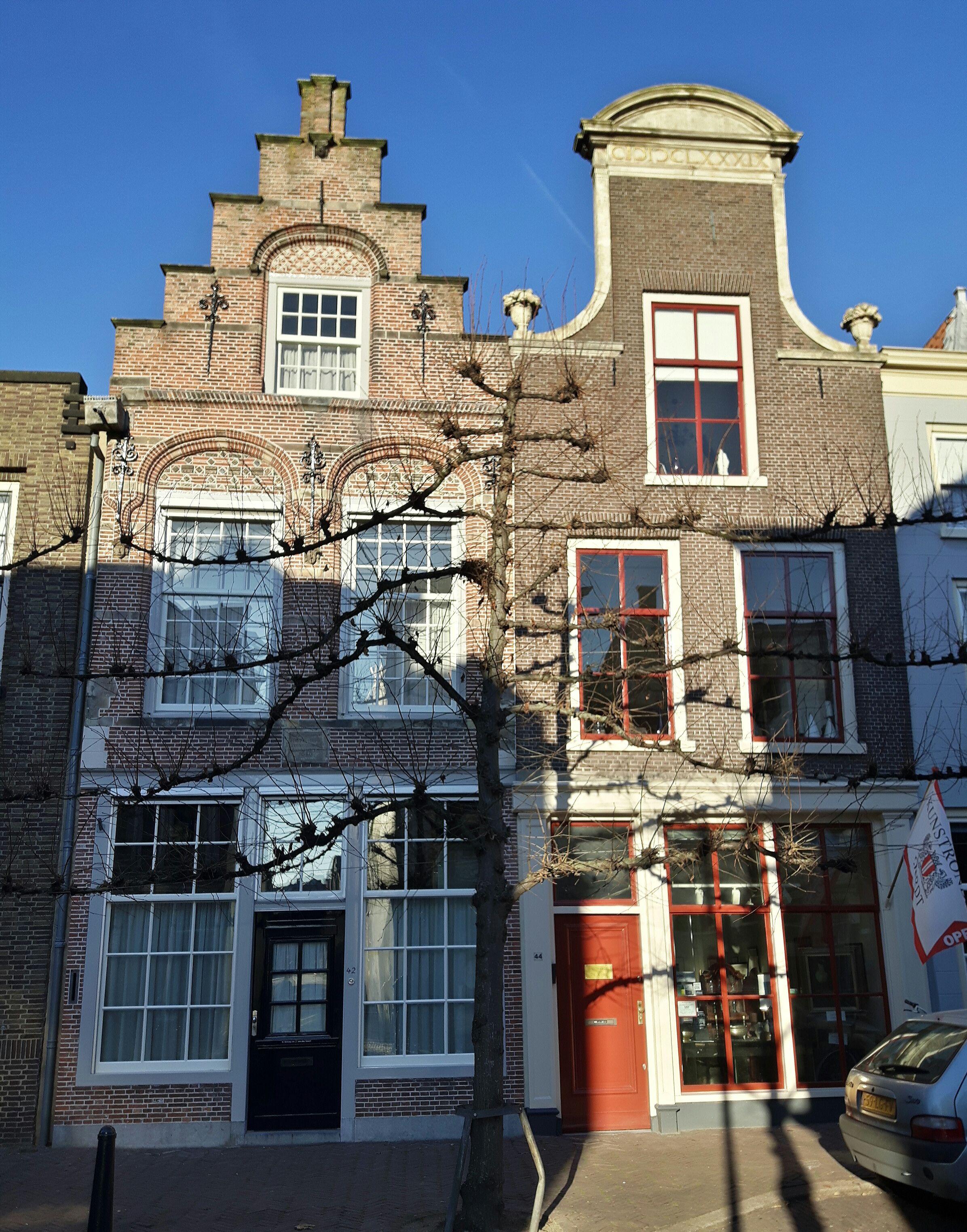 2 mooie huizen aan de Steegoversloot (foto Astrid den Hartog)