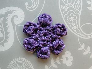 Bullion Stitch Flower - free crochet pattern plus video tutorial by Claire from CrochetLeaf.com