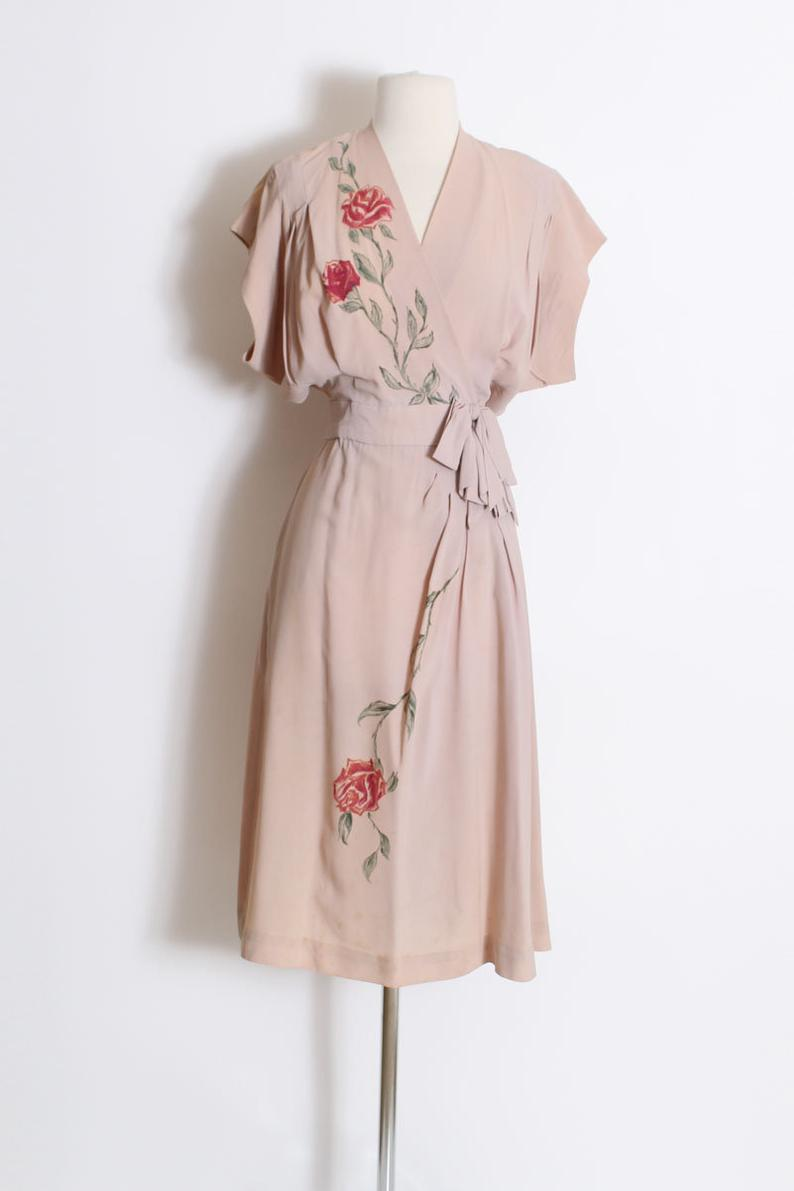 Vintage 1940s 40s Dress Painted Rose Taupe Wrap Dress Xs S Fashion Taupe Wrap Dress Wrap Dress [ 1191 x 794 Pixel ]