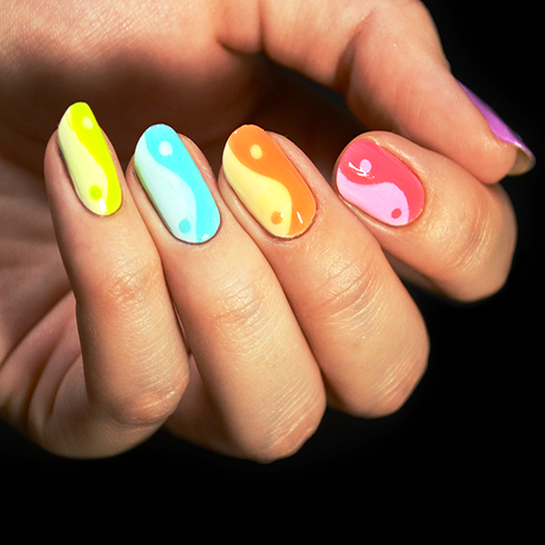 Who Wants To Try These Yin And Yang Nail Arts? - http://www ...