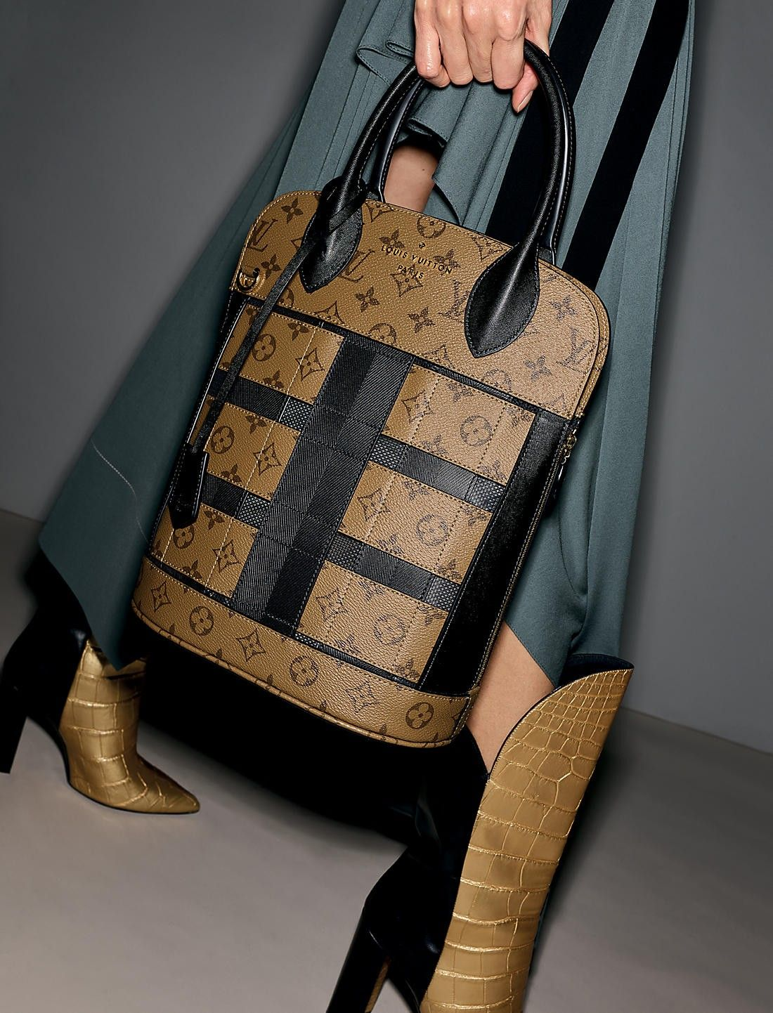 09f522dad61 Louis Vuitton Tressage Tote bag in Monogram Reverse   Bags ...