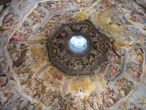 Duomo de Florencia.- La Basílica de Santa Maria del Fiore, o catedral de Santa María de la Flor, es la catedral de la archidiócesis católica romana de Florencia, notable por su cúpula. Es una de las obras maestras del arte gótico y del primer Renacimiento italiano.