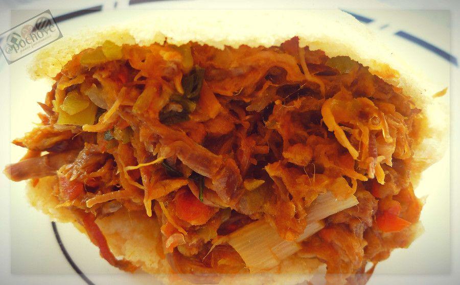 Arepa con Pisillo de Chigüire / Arepa with Capybara stew ...