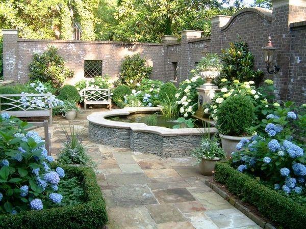 Englischer Garten - ich mag die Steinwände rundherum - irgendwo noch ...
