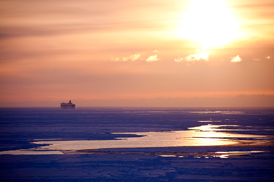 Talvisella risteilyllä jäiden keskellä, Silja Serenade.
