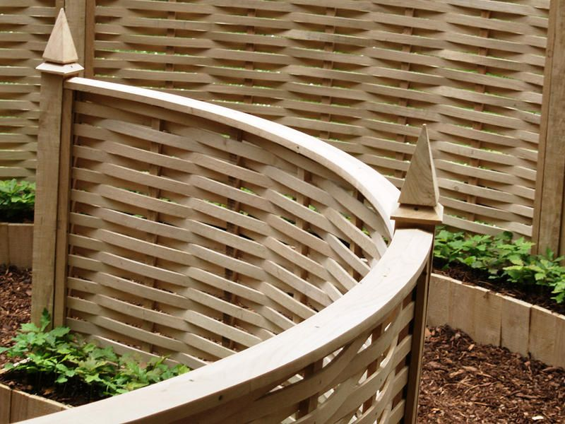Curved Sustainable Oak Fencing By Quercusfencing Garden