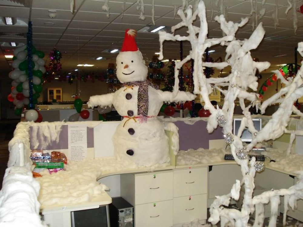 Most Beautiful Office Decoration Ideas For Christmas Live Enhanced Christmas Themes Decorations Office Christmas Decorating Themes Holiday Decor