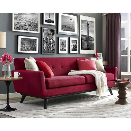 Strong And Handsome With A Soft Side The James Sofa Captures The Essence Of Mid Century Style Th Sala Com Sofa Vermelho Decoracao Sala Vermelha Sofa Vermelho