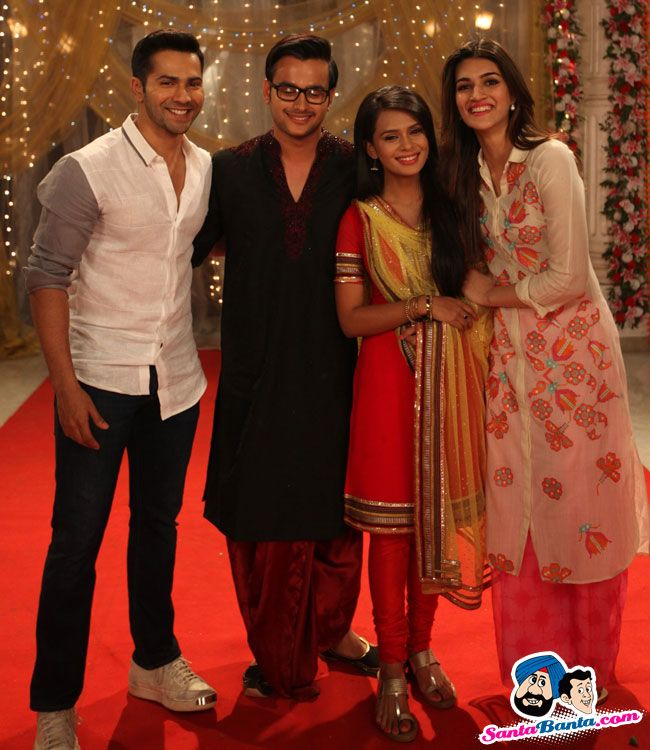 Dilwale Promotions on ZEE TV Shows -- Varun Dhawan and Kriti Sanon with the lead Actors Ankush Aro Picture # 325397