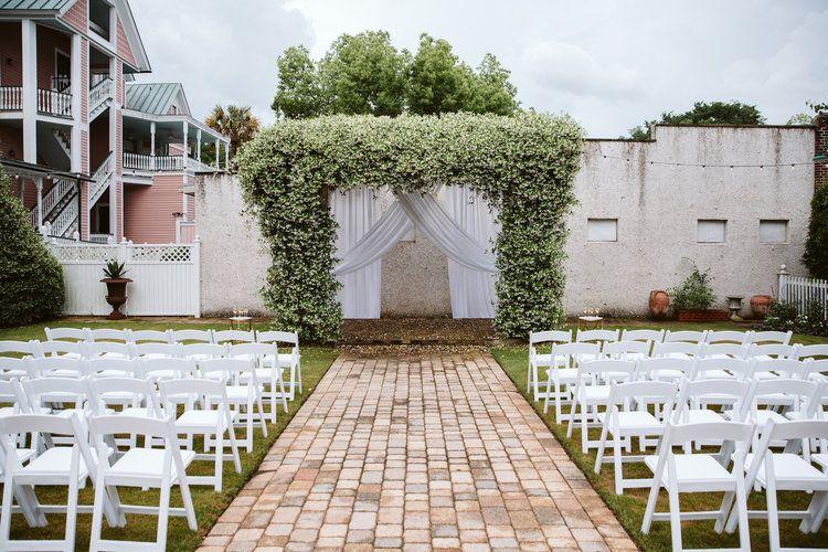 The Beaufort Inn Beaufort Sc Jeff Alissa In 2020 Beaufort Inn South Carolina Wedding Beaufort