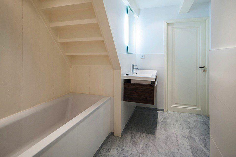 Marmeren Badkamer Vloer : Badkamer met marmeren vloer singel amsterdam marmer in het