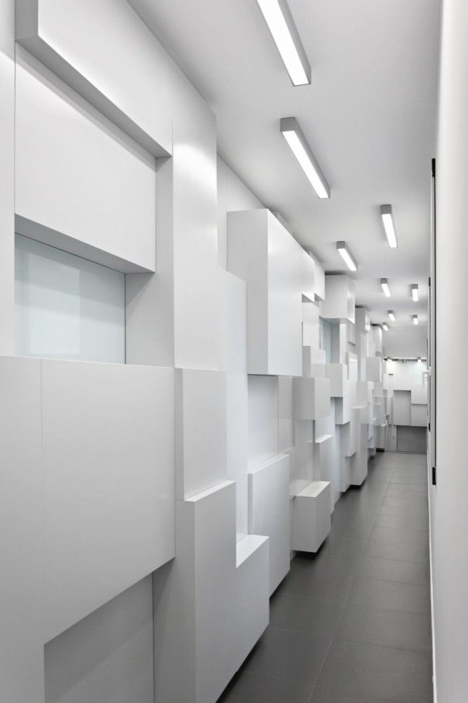 Corridor storage and display  Showroom in Champs-Elysees / Pascal Grasso Architectures