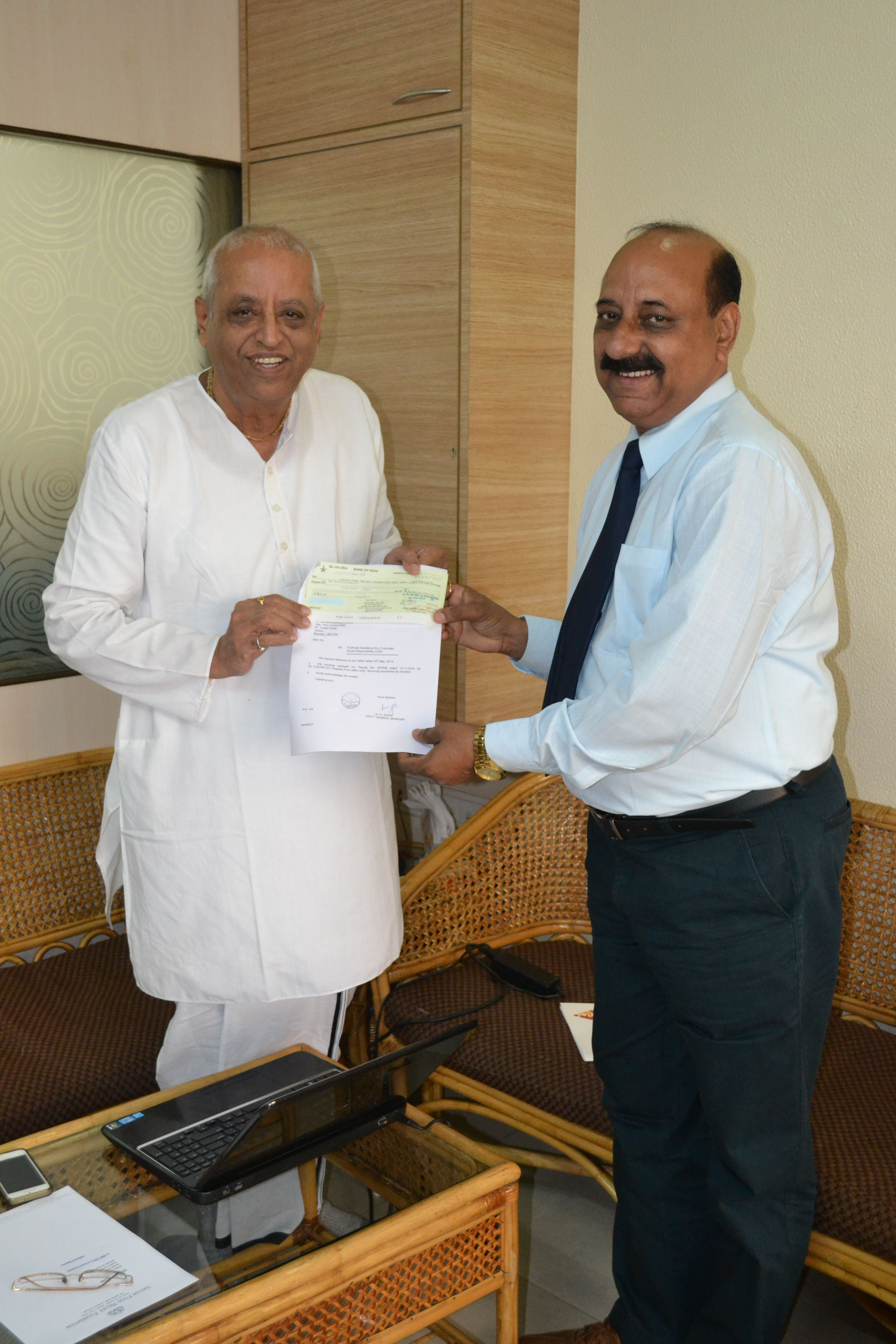 Mr Satish Joshi - AGM of BankofIndia personally came to show his support for the Annamrita project.....