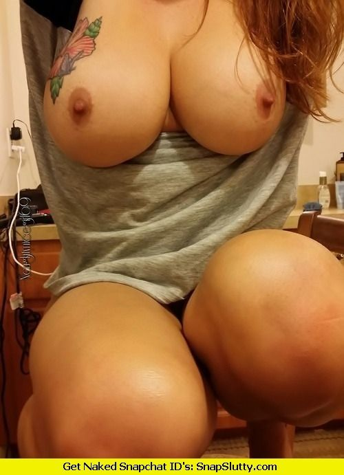 sexting girls boobs hot