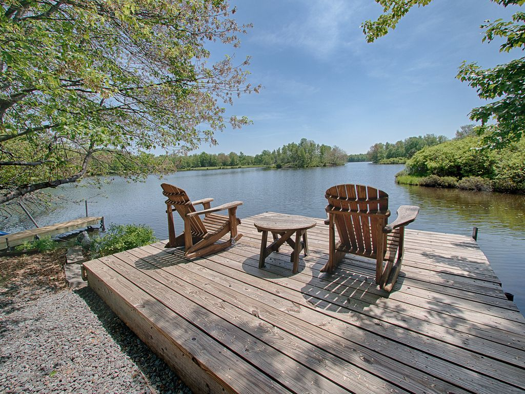 Escape the city to this lakefront home longterm rental