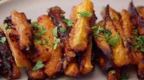 Aujourd'hui, nous vous proposons de découvrir une recette originale et savoureuse, digne d'un restaurant gastronomique ! Nous vous proposons de cuisiner ensemble de délicieuses frites de carottes au parmesan. Pour cette recette ultra simple, il suffit de couper les carottes en frites, de les mettres dans un saladier, d'y ajouter de l'huile, les épices de votre choix et du parmesan. Etalez ensuite toutes les frites sur un plat allant au four et faites cuire 20 à 30 minutes à 220°C. Vous…