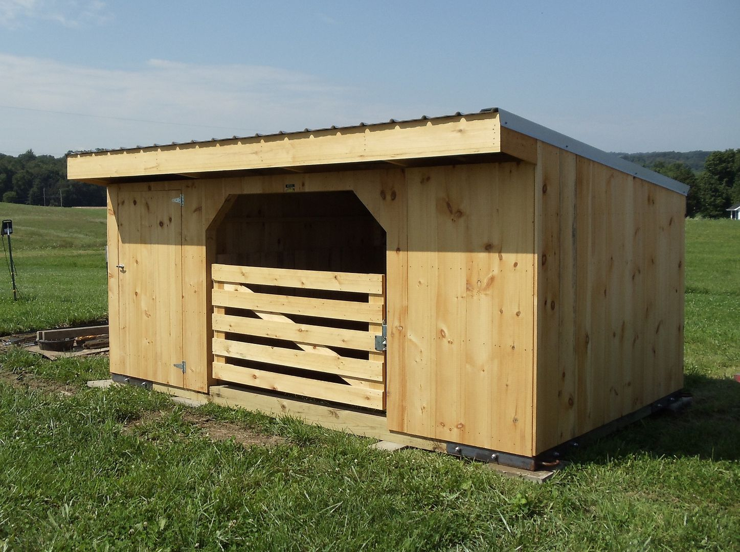 Goat Sheds Mini Barns And Shed Construction Millersburg Ohio In 2020 Goat House Goat Shed Goat Barn