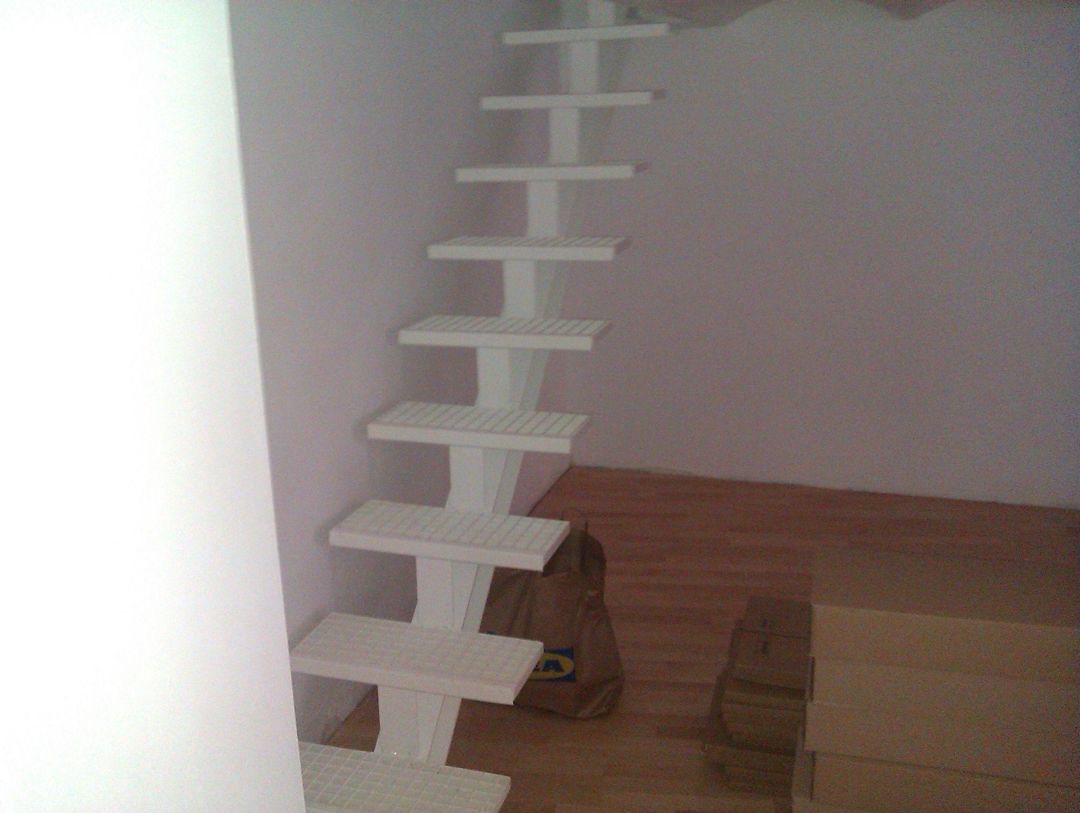 Escalera viga central con pelda o de tramex azerometal - Escaleras para sotanos ...