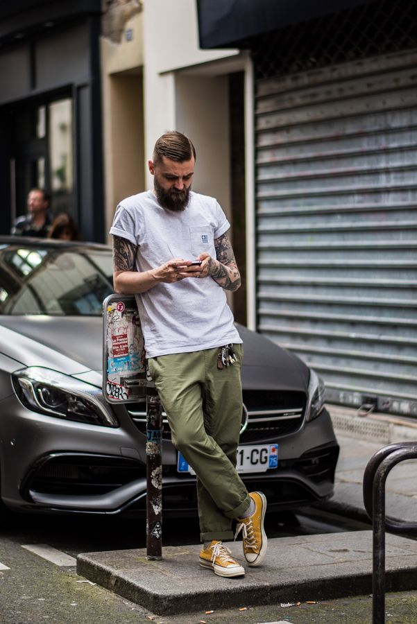 street,style,bearded,man,Paris,casual,white,tshirt,yellow