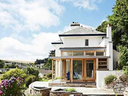 Extension maison bois  moderne et fonctionnelle Lurkingshaw