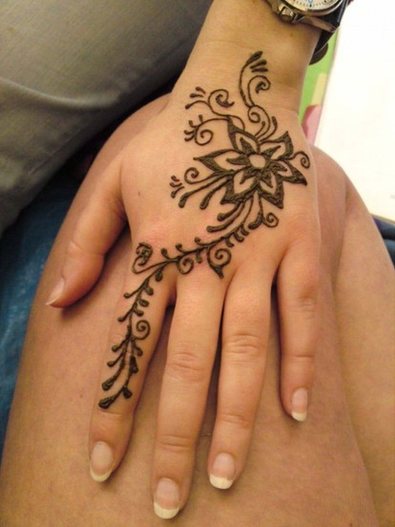 Henna Tattoo Hand Leicht Klein: Floral Henna Tattoo Design On Hand