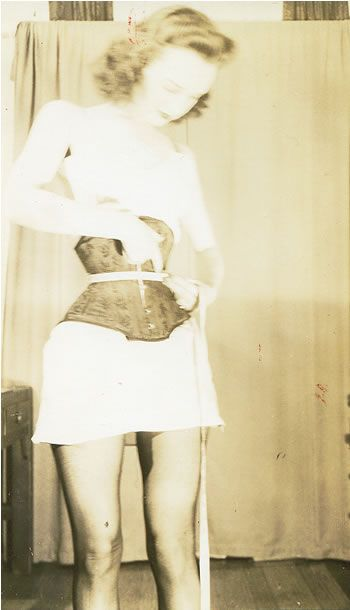 Charles Guyette corset photo, circa 1940. A really tiny ...