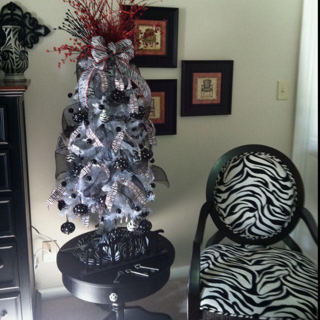 A Zebra Christmas Tree Balulah Would Be So Happy Beautiful Christmas Trees Beautiful Christmas Christmas Tree Decorations