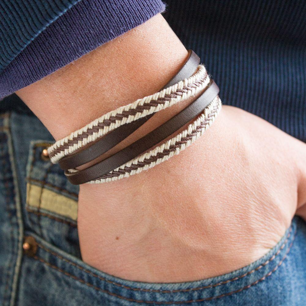 bracelet homme en cuir tress personnaliser avec une gravure id e cadeau pour une saint. Black Bedroom Furniture Sets. Home Design Ideas