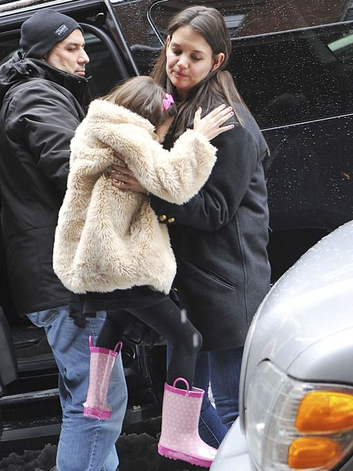 Katie Holmes Struggles to Pick Up Growing Suri