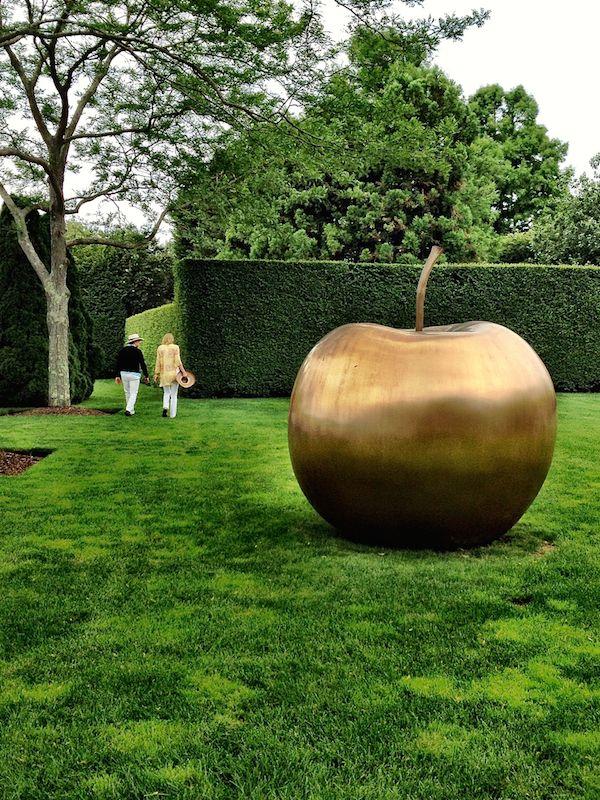 Claude Lalanne\u0027s bronze Pomme at Alex Papachristidis house Gardens