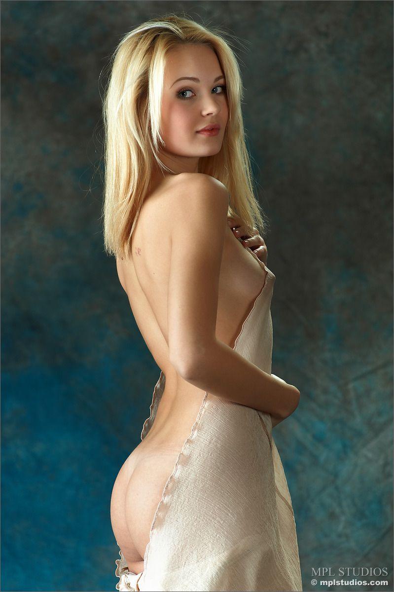 Dark portal girl model nude