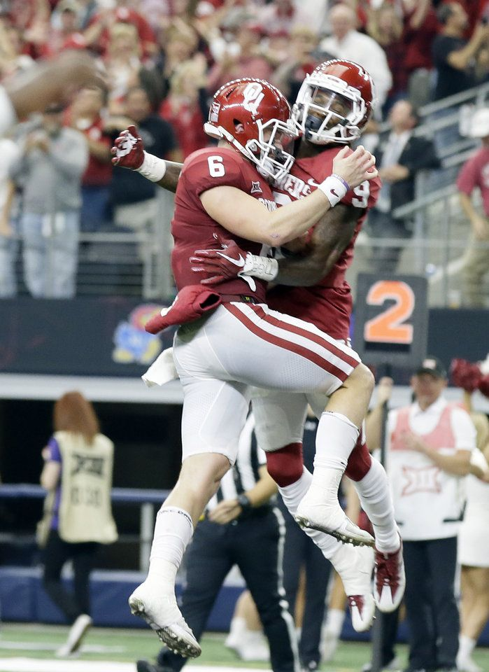 Oklahoma quarterback Baker Mayfield (6) and wide receiver