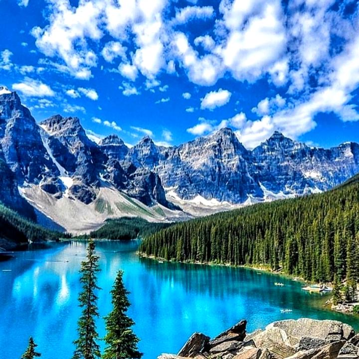 Photo of Moraine Lake Is Nicknamed The Lake With The Twenty Dollar Vi…