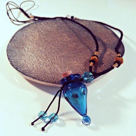 Aroma-Schmuck Halskette mit blauem Glas-Anhänger  Inklusive Schmuck-Säckchen, Einfüllhilfe und Ersatzkorken.  Aroma-Ketten portofrei bestellen!