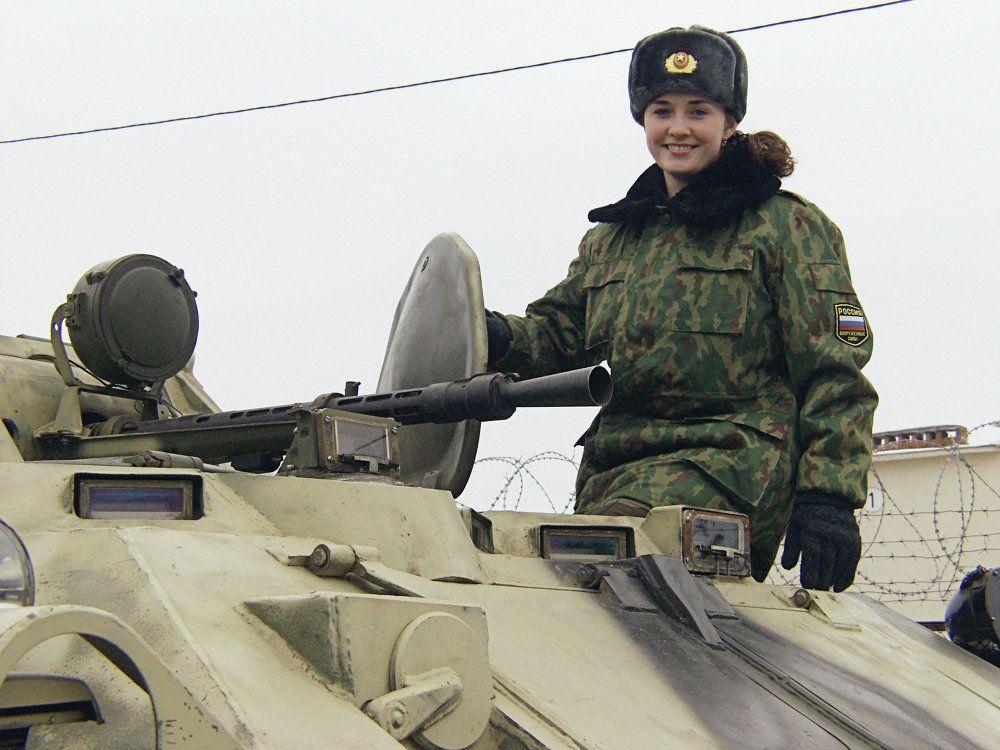 Participante do concurso do Exército russo Miss Beleza Militar.  Leia mais: http://br.sputniknews.com/fotos/20150308/248750.html#ixzz3vH0uD965