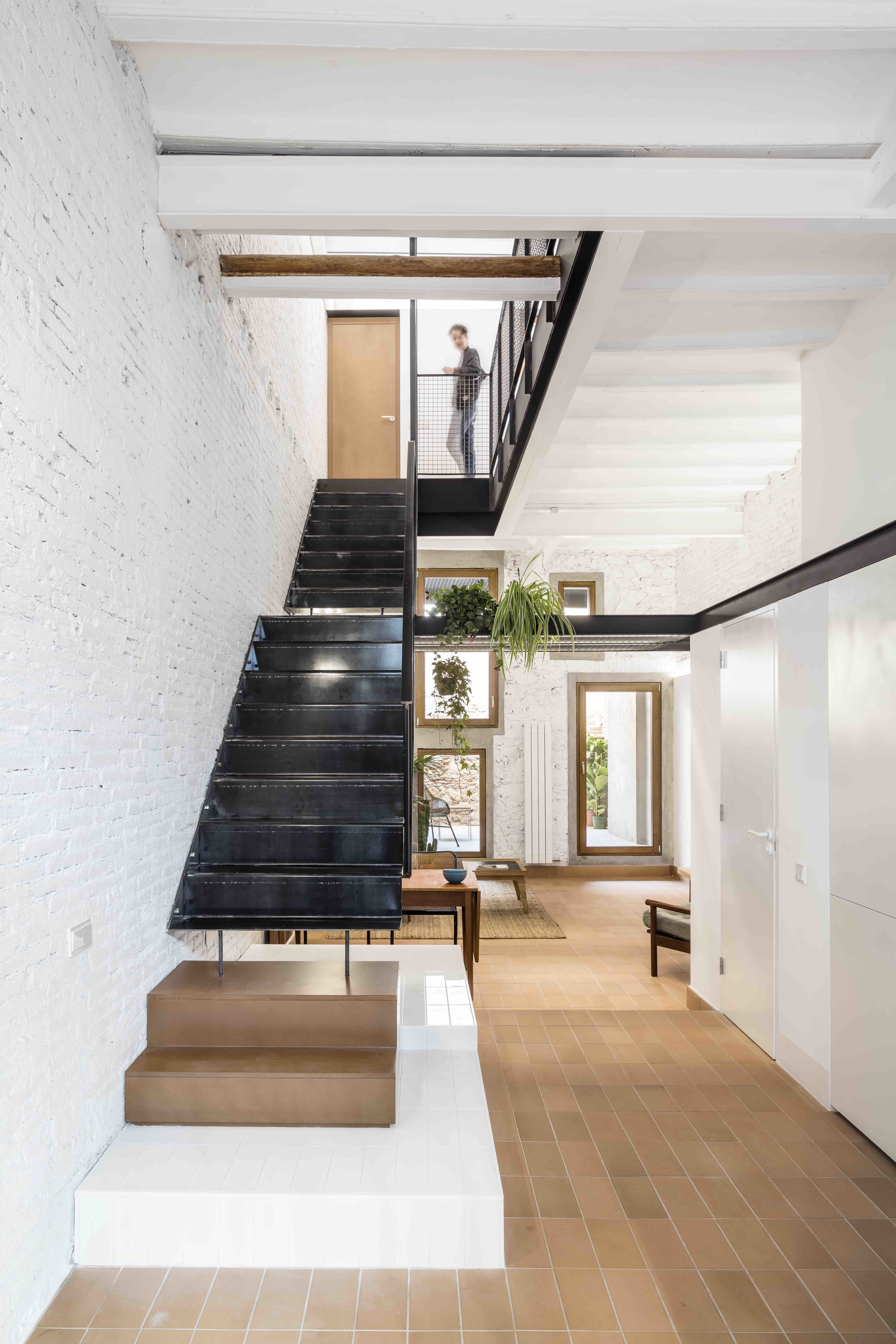 Best Photo 3 Of 13 In This Double Height Apartment In Barcelona 640 x 480