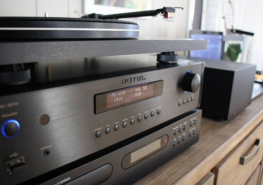 Rotel rc-1570 in focus. It's a lovely sunday I've cleaned my hifi gear and now I'm just relaxing with som Bill Evans played on Tidal Hifi through the dac in my rotel rc-1570. At 192kHz 24bit this shure sounds amazing If you ever consider to buy a pre amp in this pricerange I must highly recommend to check out this rotel have a great hifi sunday everyone of you #rotelhifi #audiolab #dac #hififun #hifi #mystereo #tidal #billevans #stereofil #sunday #relax #stereo #greatesound