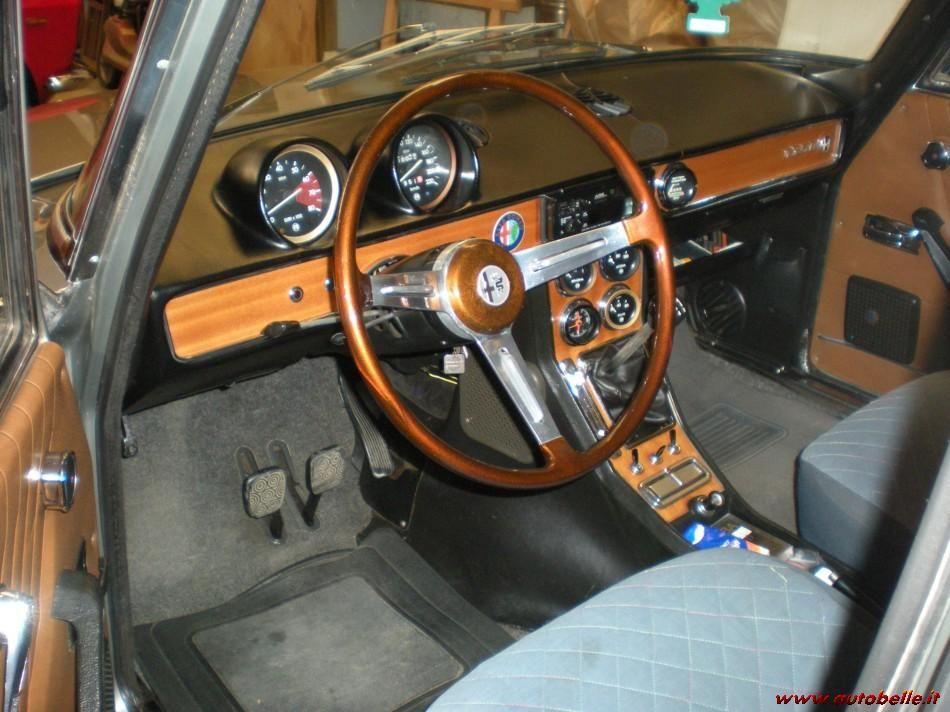 ALFA ROMEO 1750 interior