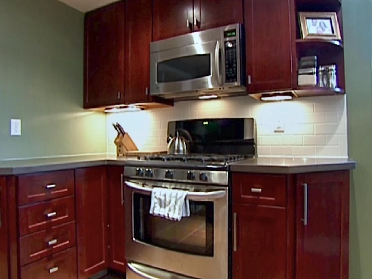 Kitchen catch up how to install cabinets installing kitchen installing kitchen cabinets is a great way to save money on a kitchen renovation learn how to do it yourself at hgtv solutioingenieria Image collections