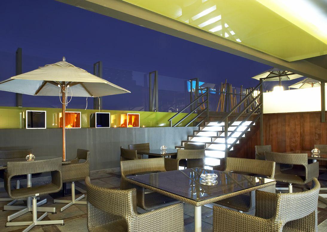 Disfruta De Las Noches Alicante En Nuestra Terraza A Dos Alturas Con Zona Bar