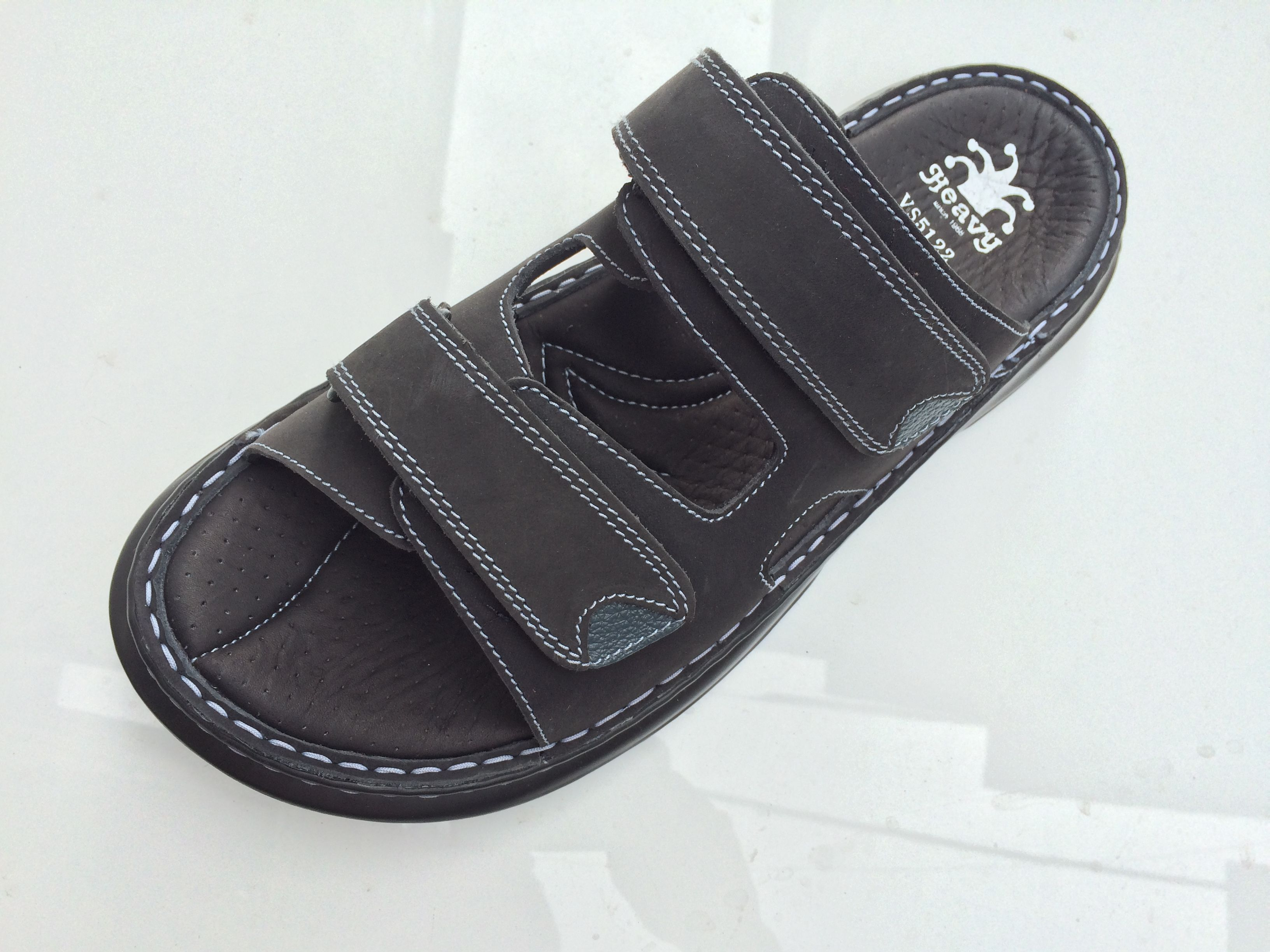 6362aa677b75 Pin by Nisa Wonan on รองเท้าแตะ